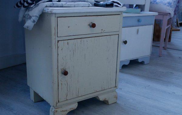 liebevoll aufgearbeitete alte Möbelstücke